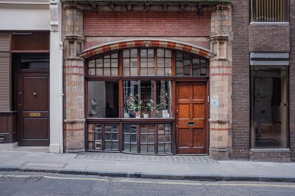 ¿Se puede destinar un local de negocio a vivienda?